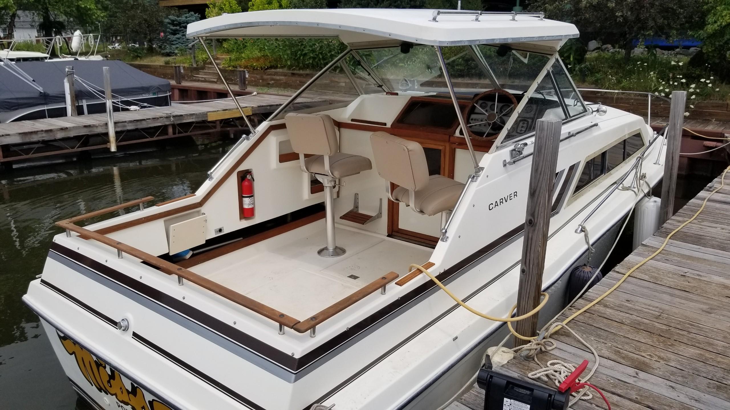 julian boatworks 1981 Carver Monterey 26 cockpit
